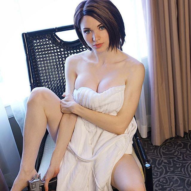 美国网红女主播cos美图 身材太好衣服都包不住了