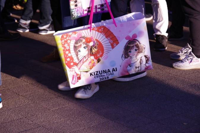 """""""人工智障""""爱酱在东京举办首场演唱会 观众爆满现场火爆"""