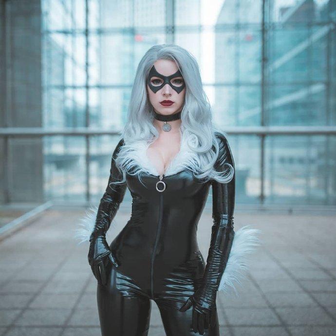 国外美女Cos《漫威蜘蛛侠》黑猫 穿紧身皮衣性感火辣
