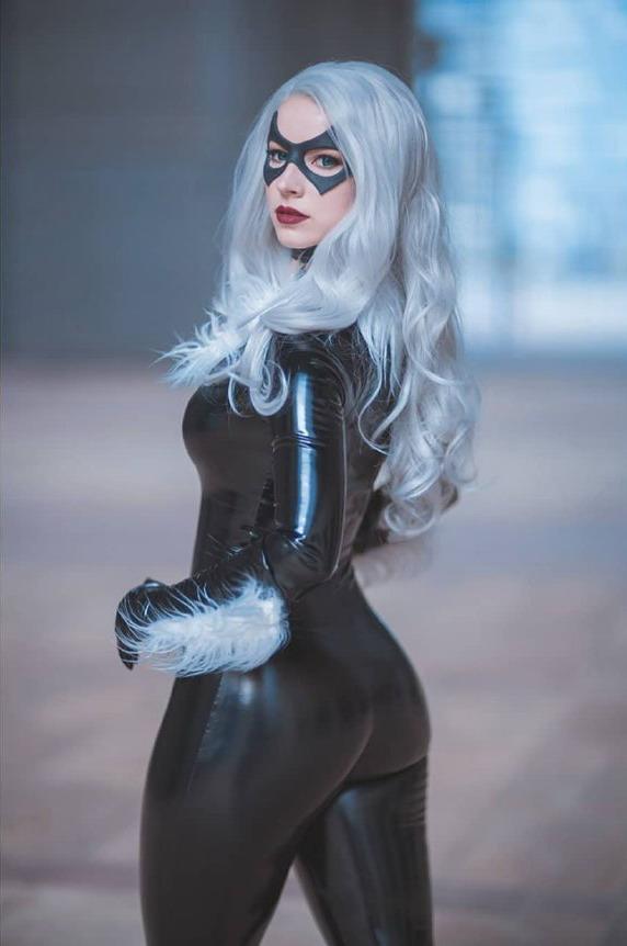 国外美女Cos《漫威蜘蛛侠》眼儿穿黑猫皮衣性感屁紧身图片