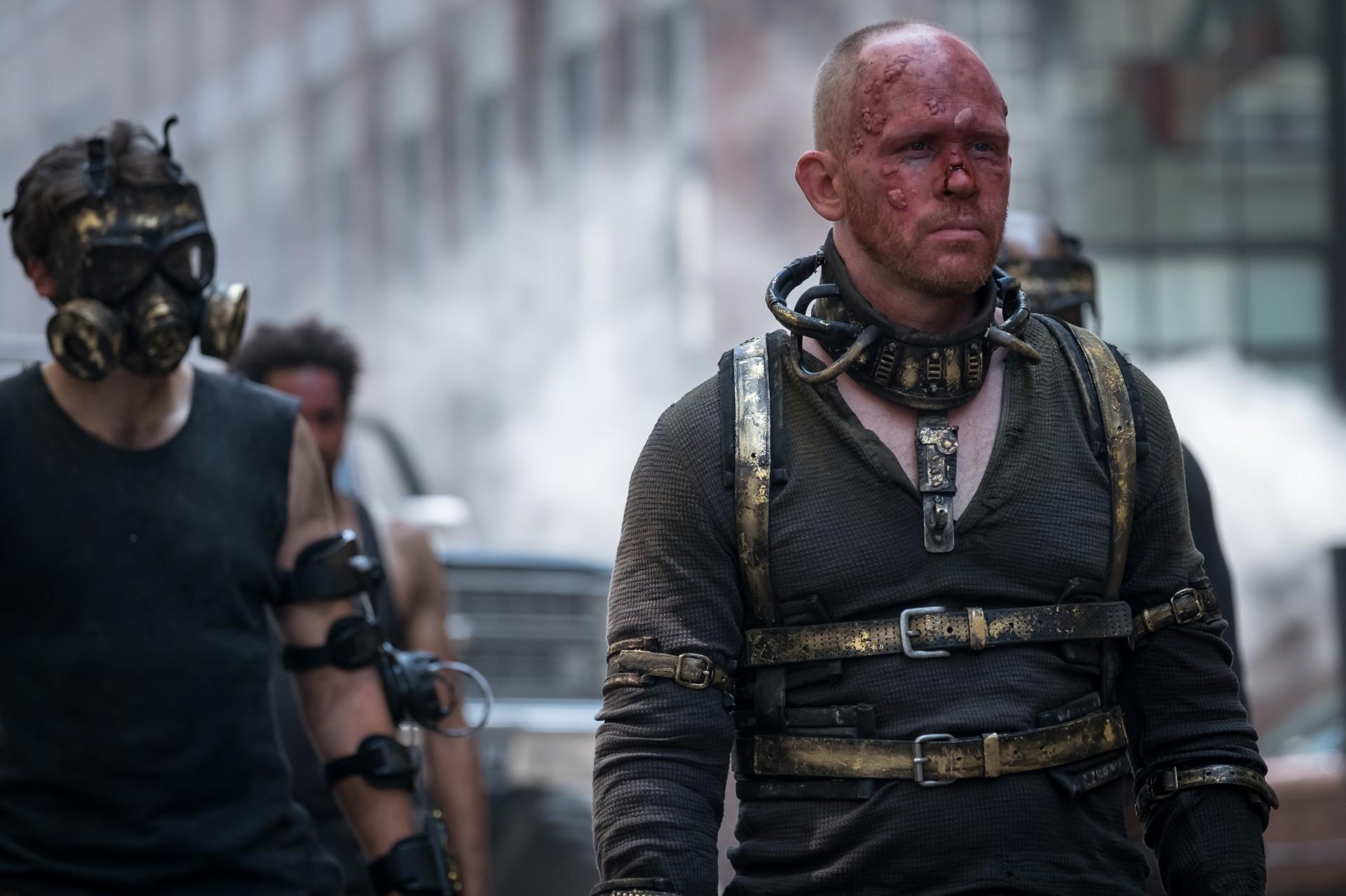 哥谭 第五季新剧照发布 戈登与芭芭拉等人对峙街头