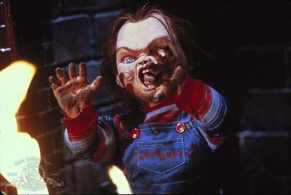 吓死人的持刀布偶又回来了!《鬼娃回魂》重启版预告