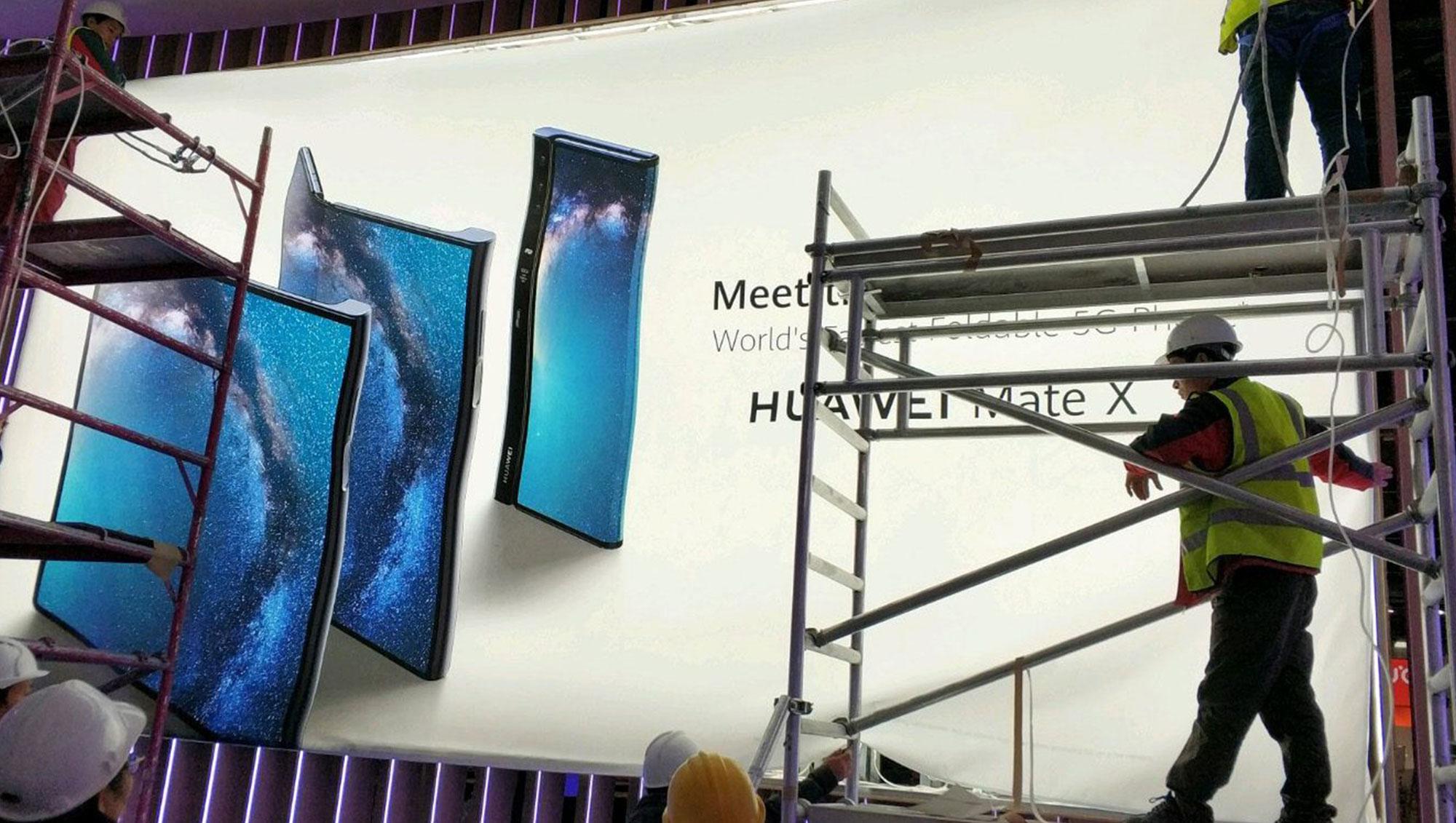华为首款折屏手机Mate X宣传海报曝光:折法不太一样