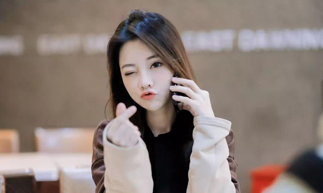 中国网红15年:从芙蓉姐姐、张大奕到papi酱