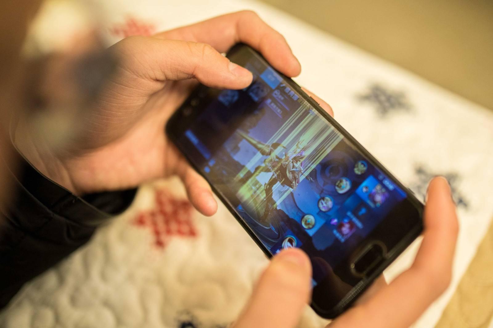 顺手机游玩逼韩国网吧关门? 韩顺手游用户比高臻88.3%