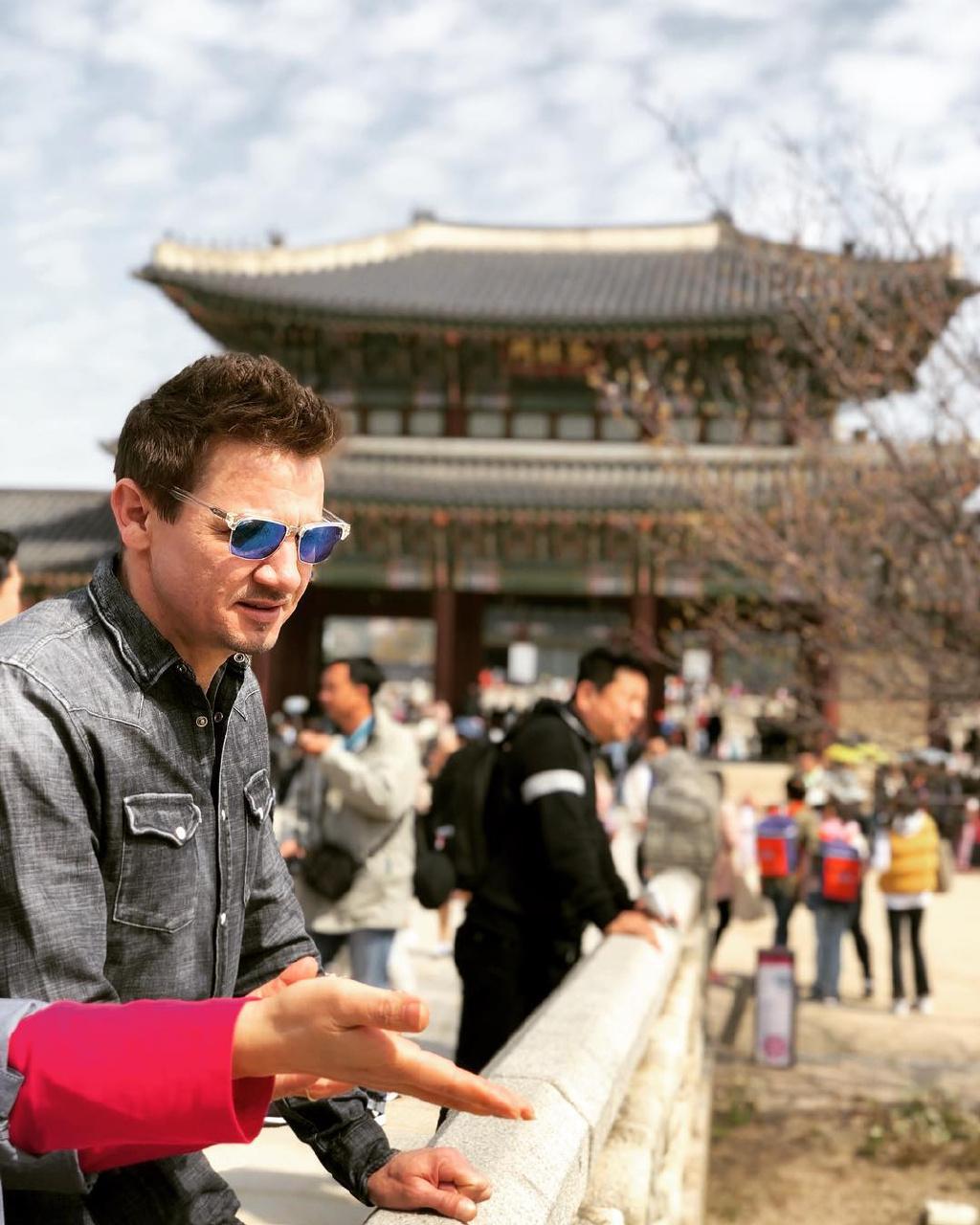 《复联4》韩国首映礼片场照 鹰眼好骚、惊队秀肌肉