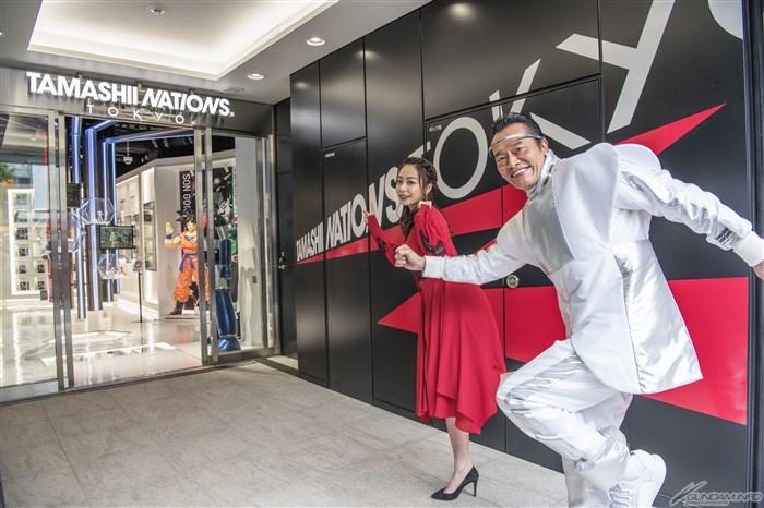 世界初&唯一高达旗舰店《魂之国度东京》开张 最速店内观礼
