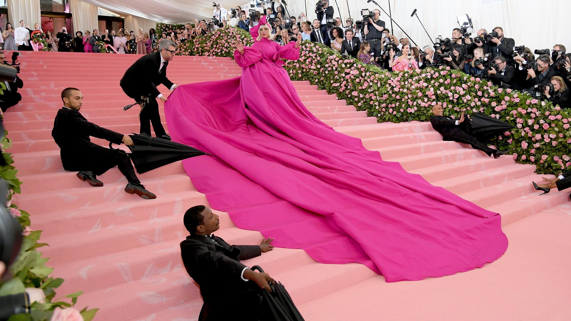 <b>纽约时尚庆典Lady Gaga太性感 黑人小哥表情亮了</b>