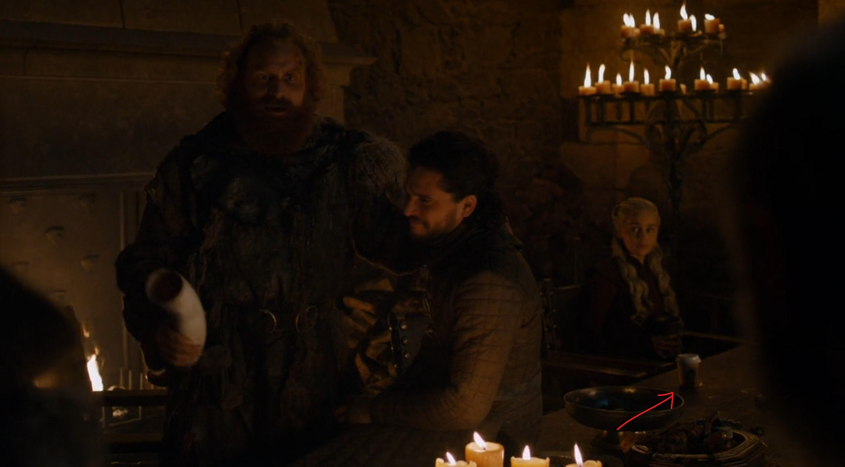 HBO在《权力的游戏》场景中抹掉了乱入的咖啡杯