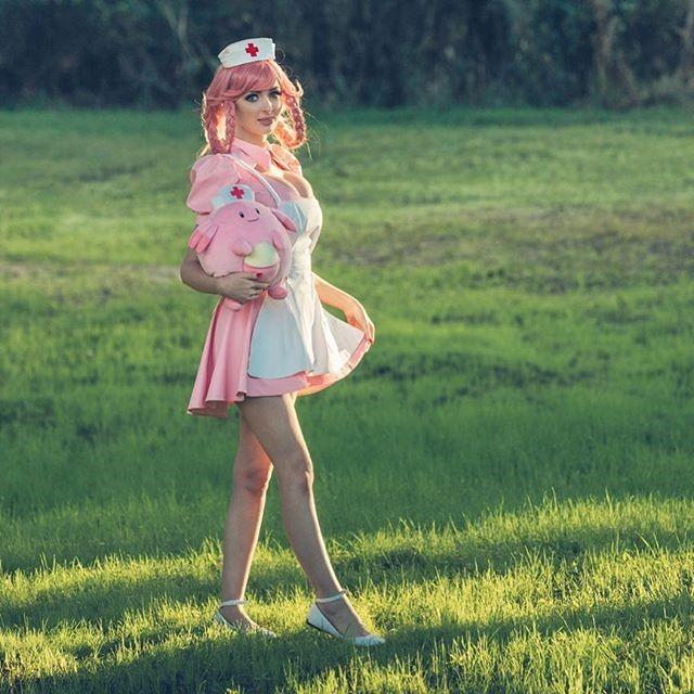 美女Cos《寶可夢》系列角色 女體皮卡丘性感誘人