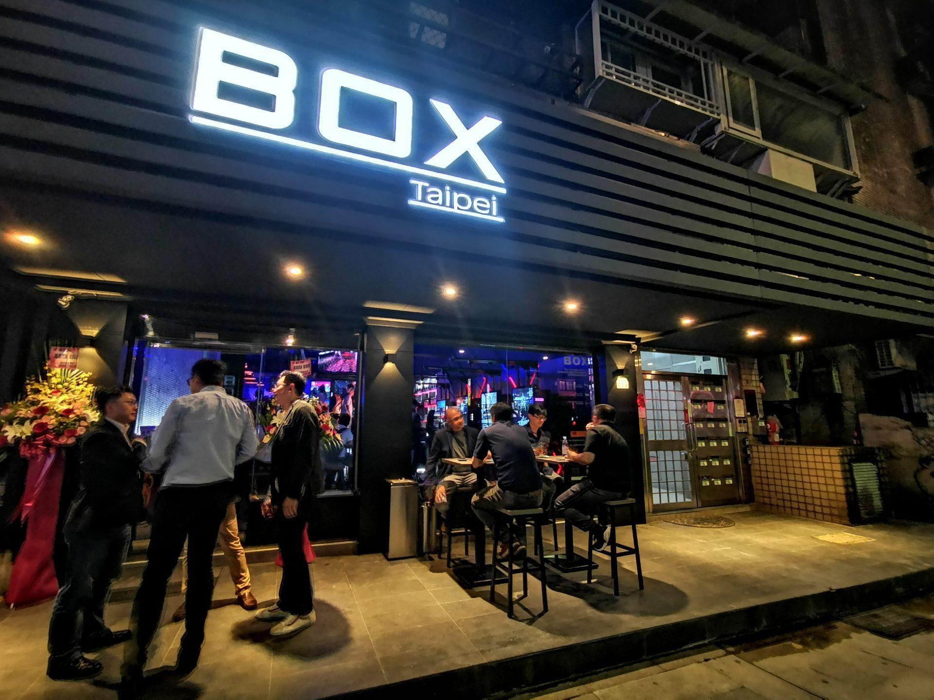 北开业www4008 com首个VR游戏主旨酒吧正在台