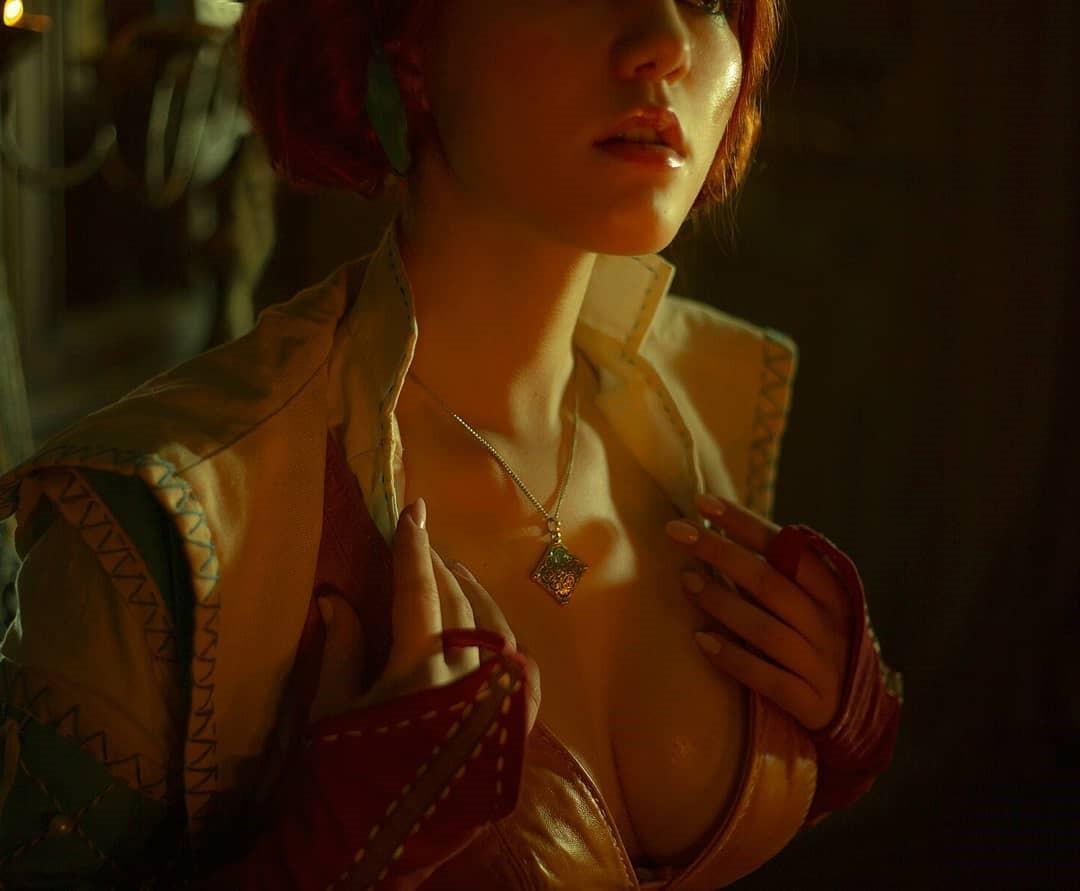 《巫师3》特莉丝Cos美图欣赏 身材火辣性感吸睛