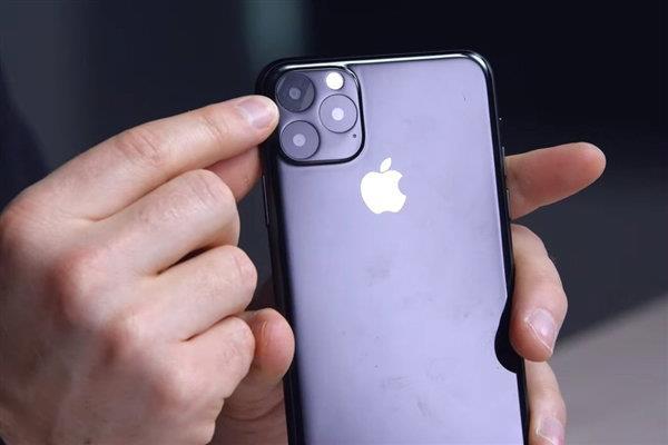 iPhone 11设计实锤:采用浴霸摄像头