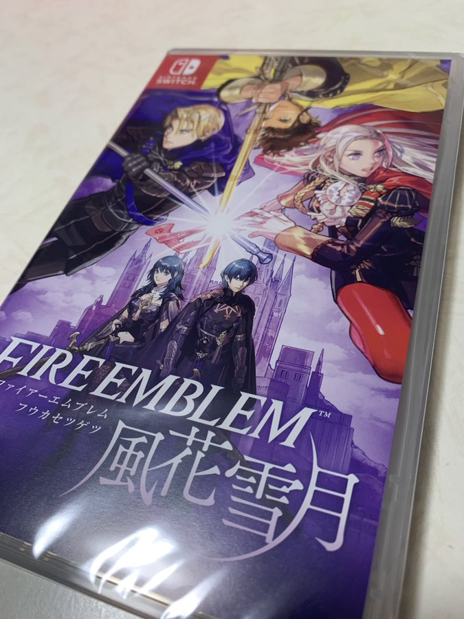日本玩家亚马逊购买《风花雪月》 结果竟然收到了一整箱