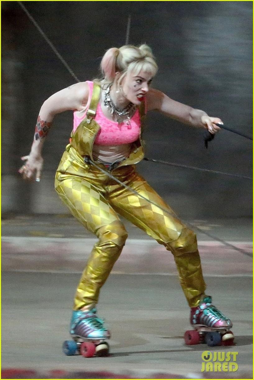 DC电影《猛禽小队》新片场照 小丑女俏皮可爱迷人