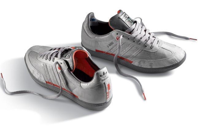 阿迪达斯《星球大战》主题运动鞋 X翼战机穿在脚上