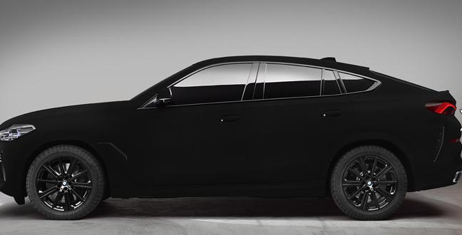 如同黑洞一般黑!世界首辆最黑材料涂装宝马X6公开