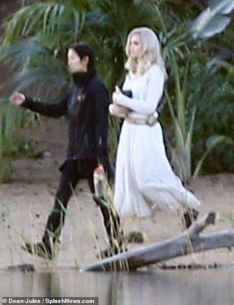白衣女神!安吉丽娜·朱莉现身漫威《永恒族》片场