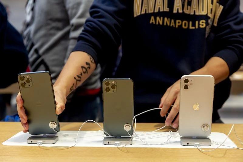 iPhone发售纽约旗舰店排长队 分析师:销量很不错
