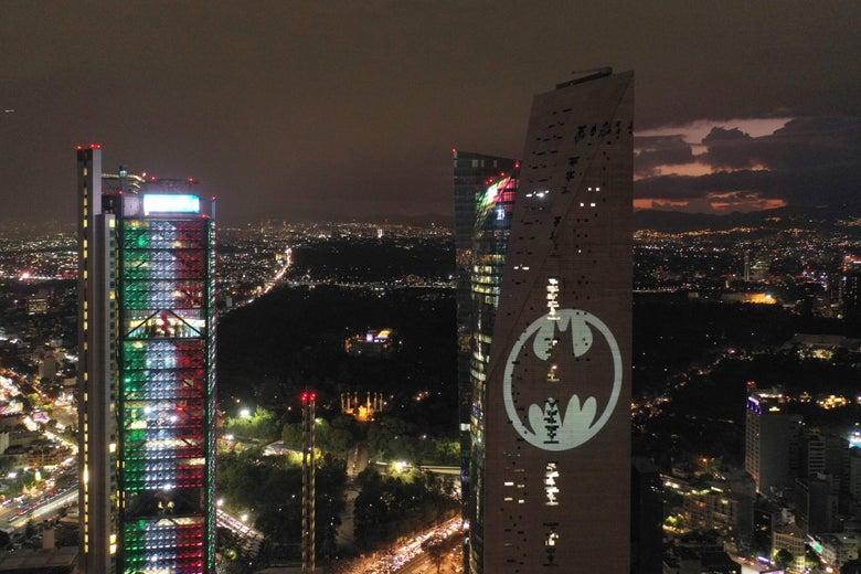 <b>庆贺第80个蝙蝠侠日!DC在全球十座城市点亮蝙蝠灯奇景</b>