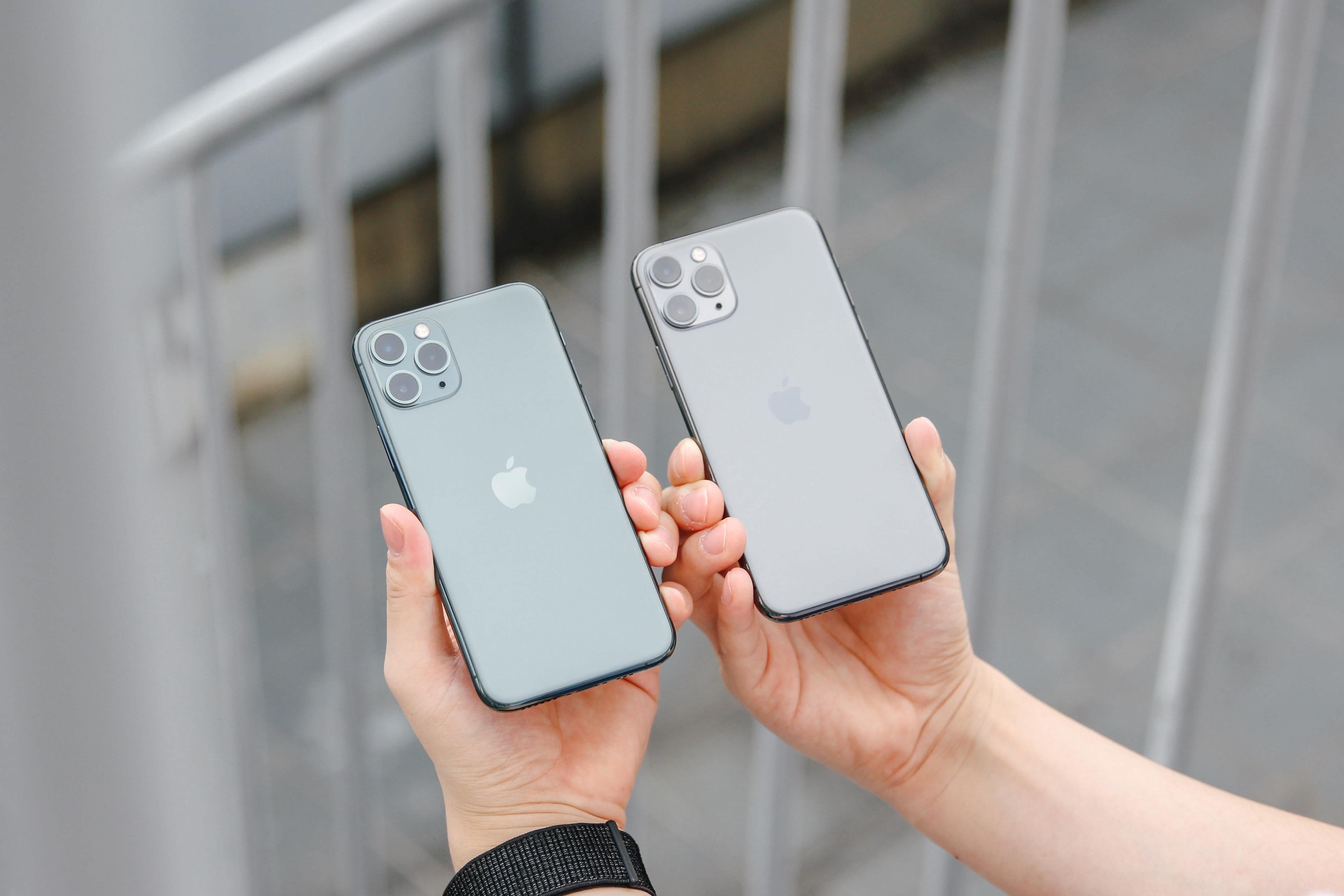 iPhone 11 Pro手机上手图赏 拿着它上街就是这么自信