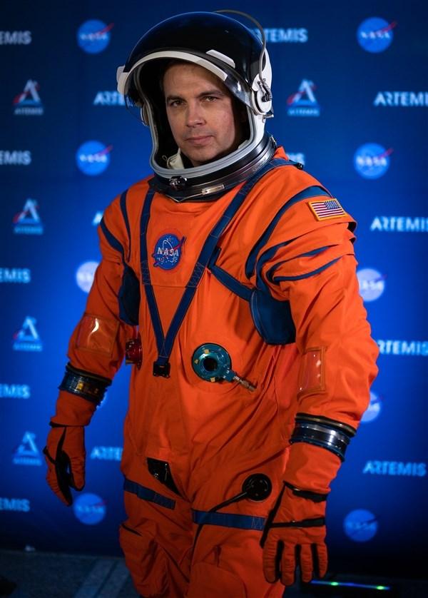 美航天局发布下一代登月宇航服 2024年登月活动使用