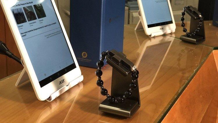 与时俱进!罗马教皇厅发布最新黑科技电子十字念珠eRosary