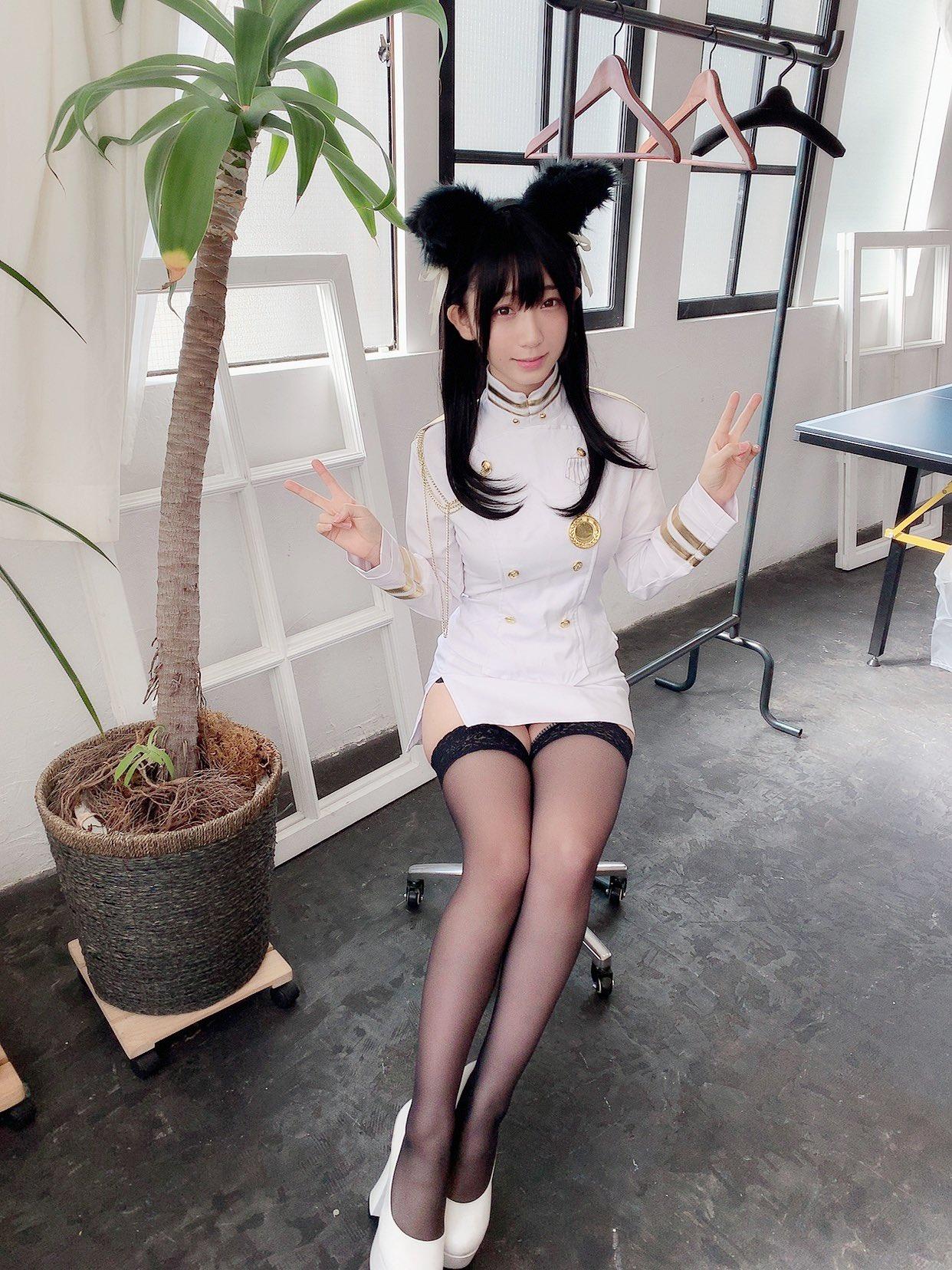 日本美女伊织萌Cos莱莎美图 那双大长腿太迷人了