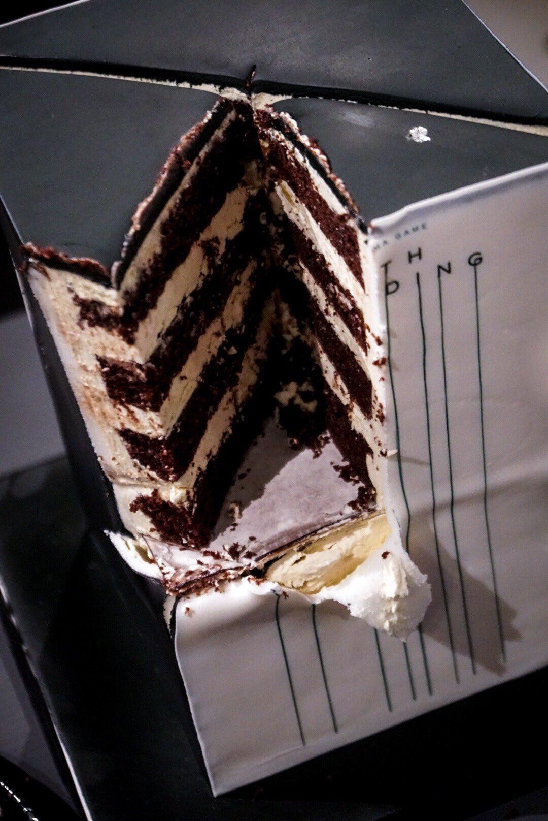 小岛秀夫晒《死亡搁浅》主题蛋糕 很有金属质感