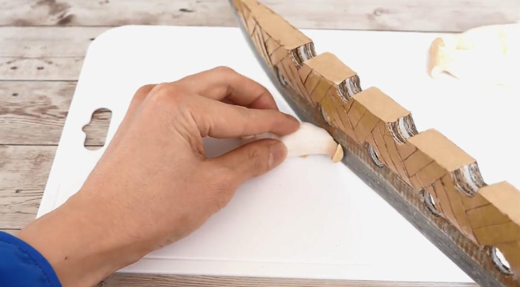 高玩打造纸壳版《七大罪》主角魔剑 轻松切菜不在话下