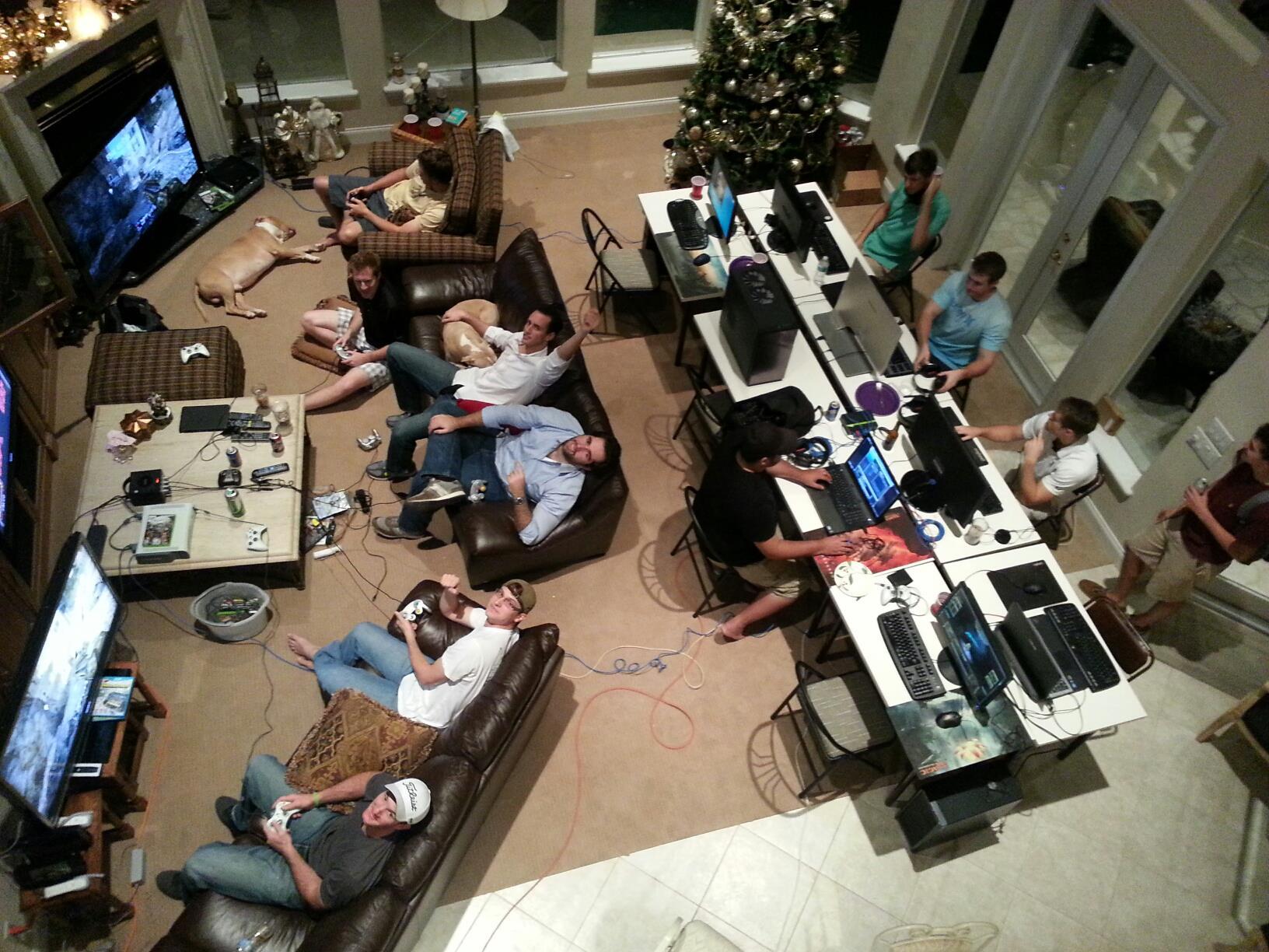 国外玩家记录8年圣诞节游戏聚会场面:将时光珍藏!