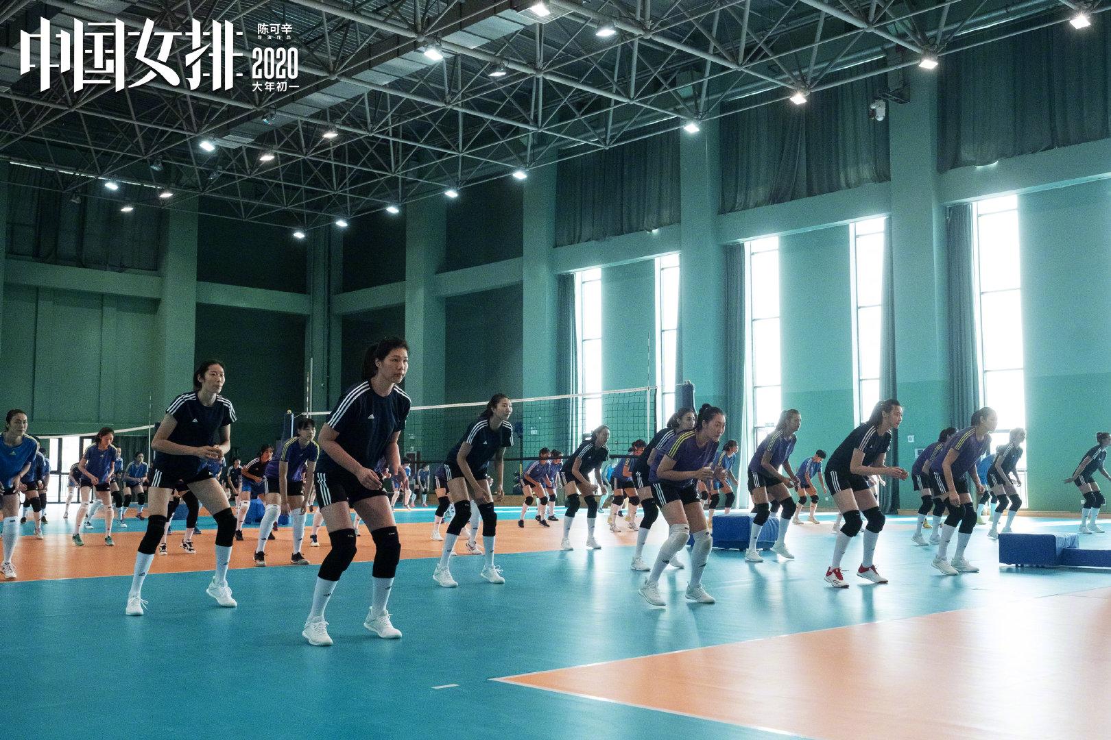 《中国女排》全新剧照曝光 赛场拼搏挥洒热血与青春