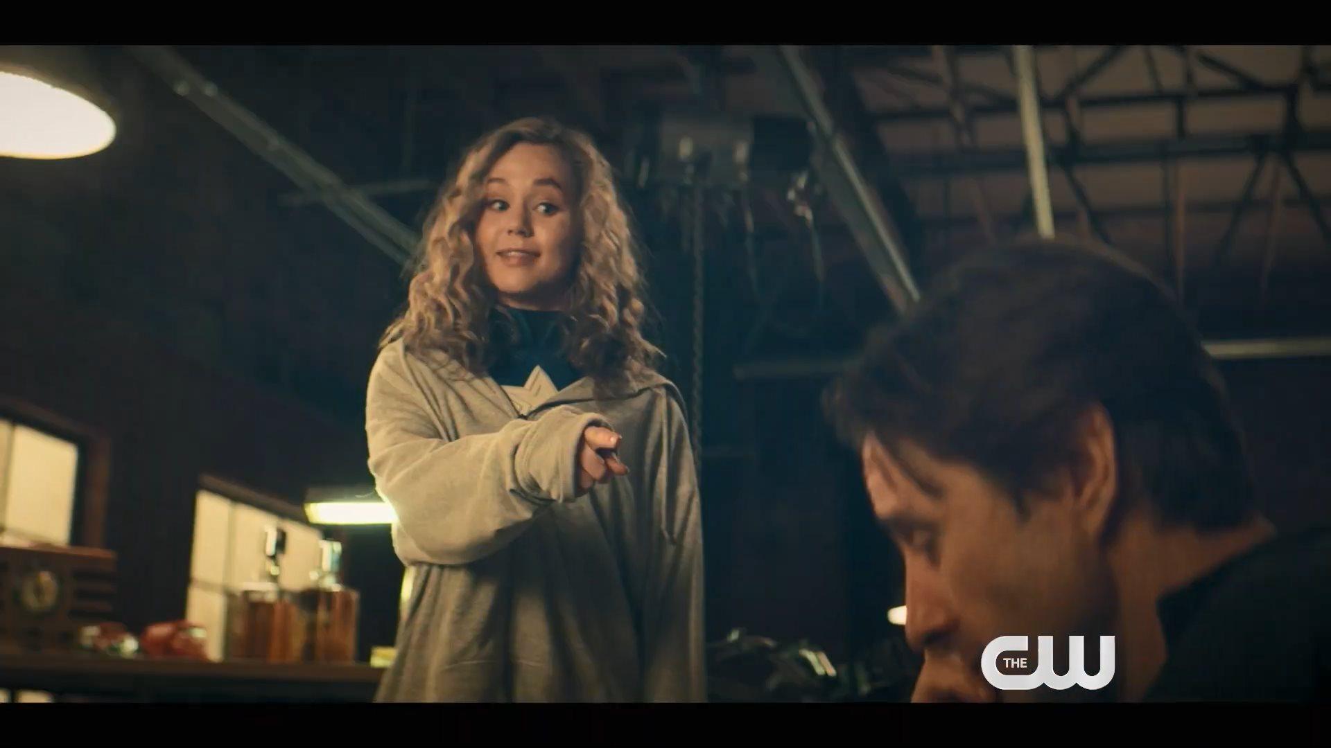 DC超英剧《逐星女》崭新预告 高中生少女挽救世界