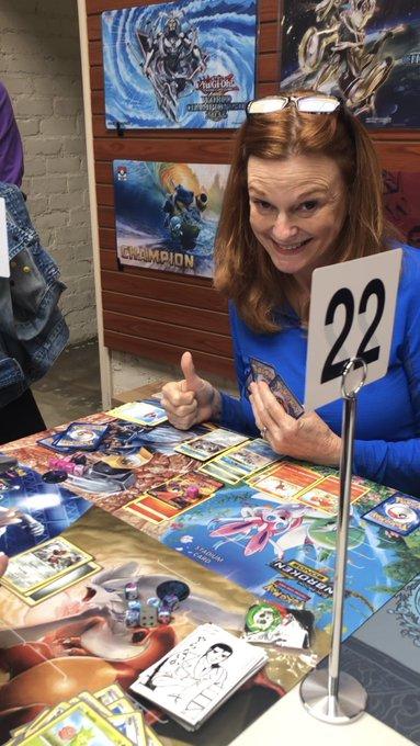《精靈寶可夢TCG》阿姨玩家在正式比賽中戰勝自己女兒