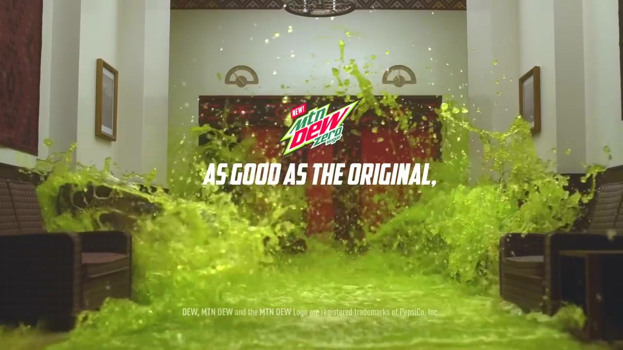 笑喷了!激浪超级碗广告 老白神演绎《闪灵》