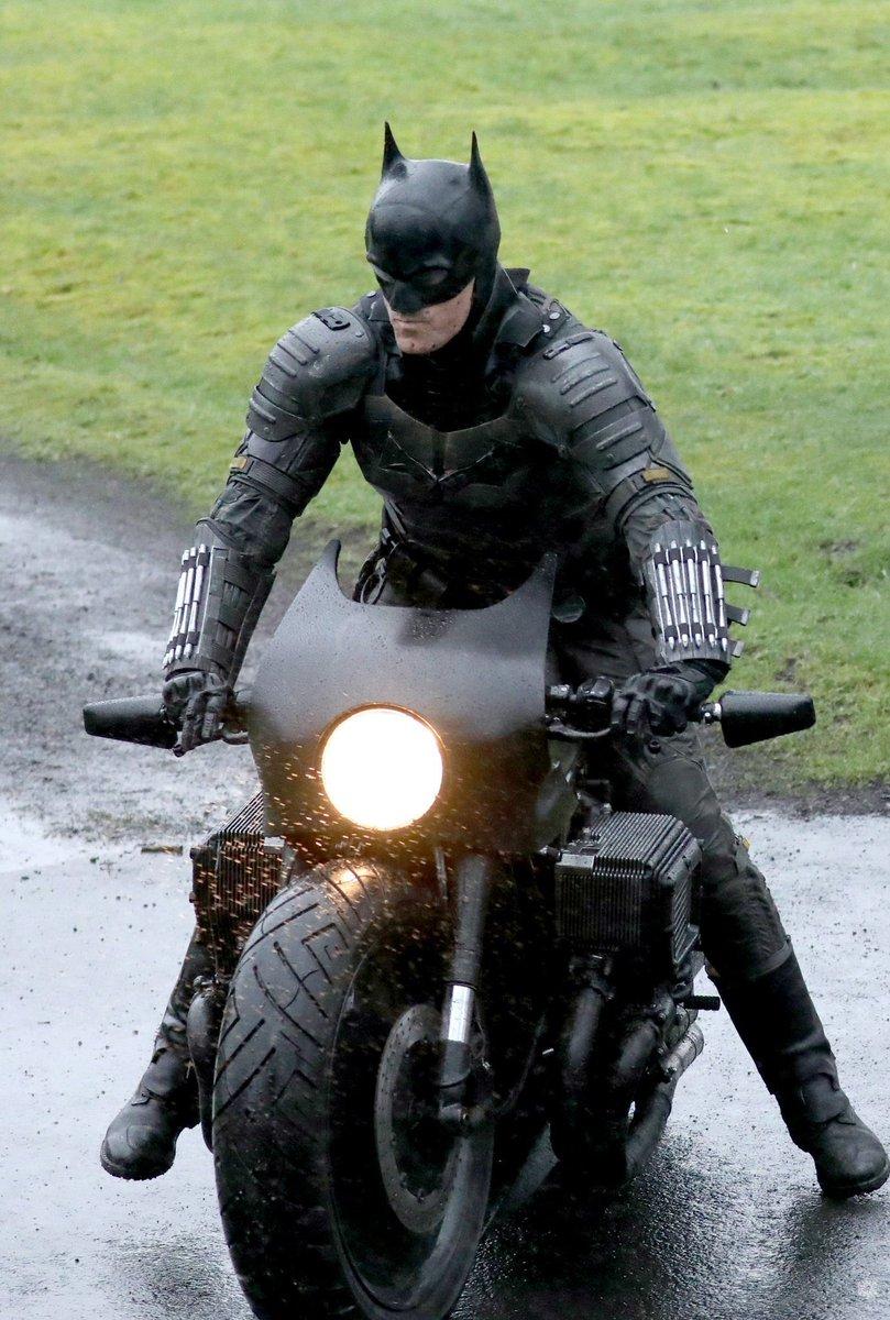新《蝙蝠侠》片场照及花絮曝光 蝙蝠摩托帅气登场