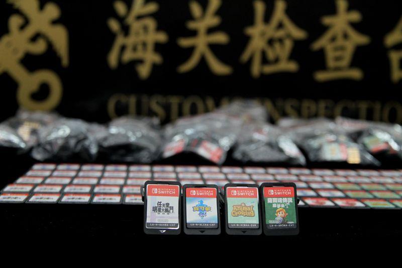 男子身藏625张游戏卡入境 被海关截查