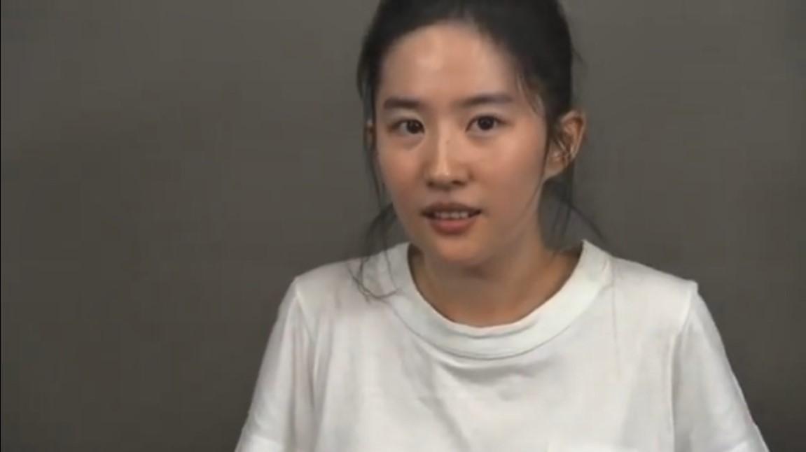 《花木兰》导演公布刘亦菲试镜视频 眼神清澈纯素颜