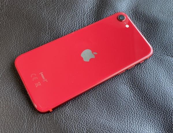 iPhone 4月国内销量激增160% 新款SE立功
