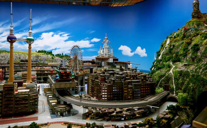 世界最大室内微观情景公园将开 EVA第3新东京完整重现