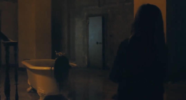 阿曼达·塞弗里德恐怖新片《你本应离开》曝最新预告