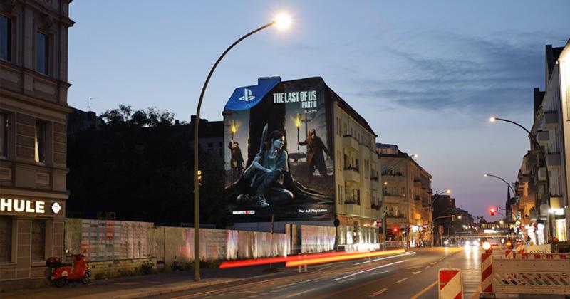 《最后的生还者2》艾莉巨幅墙体广告 场面超震撼