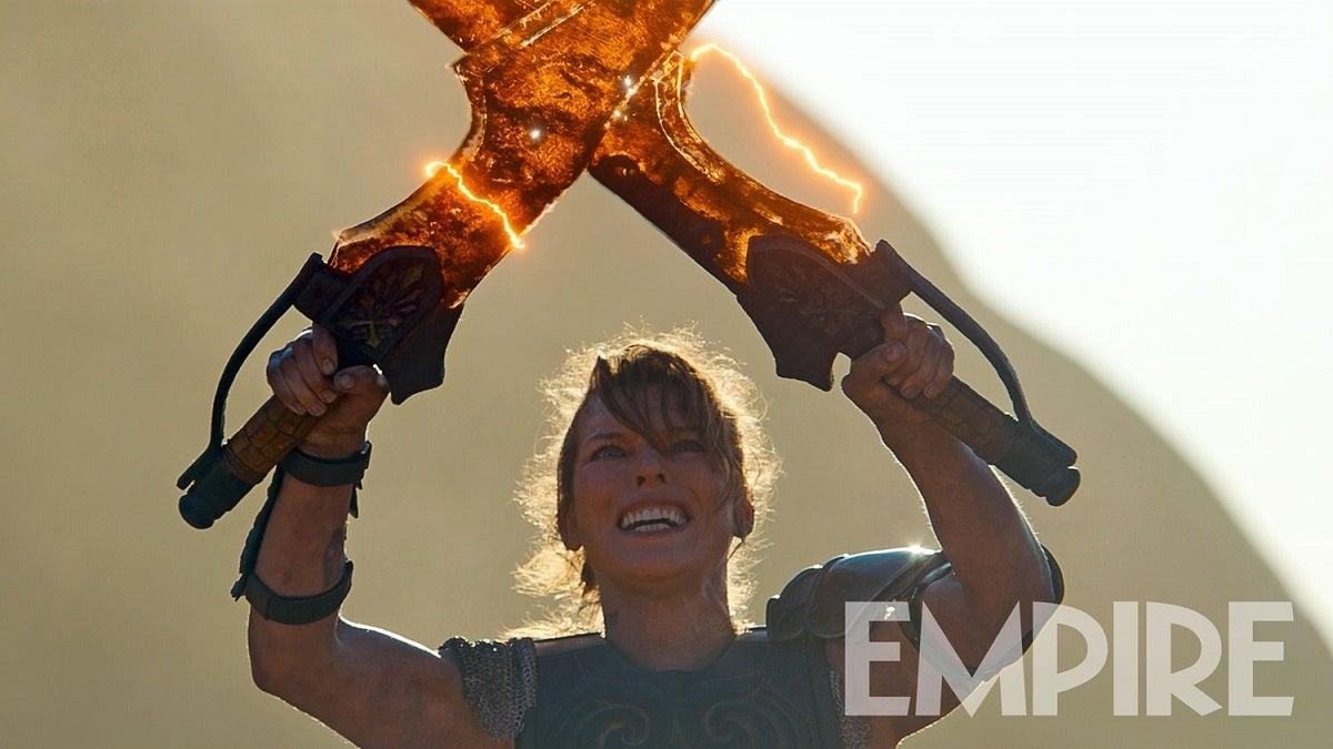 电影版《怪物猎人》新剧照 女主展示鬼人化双剑