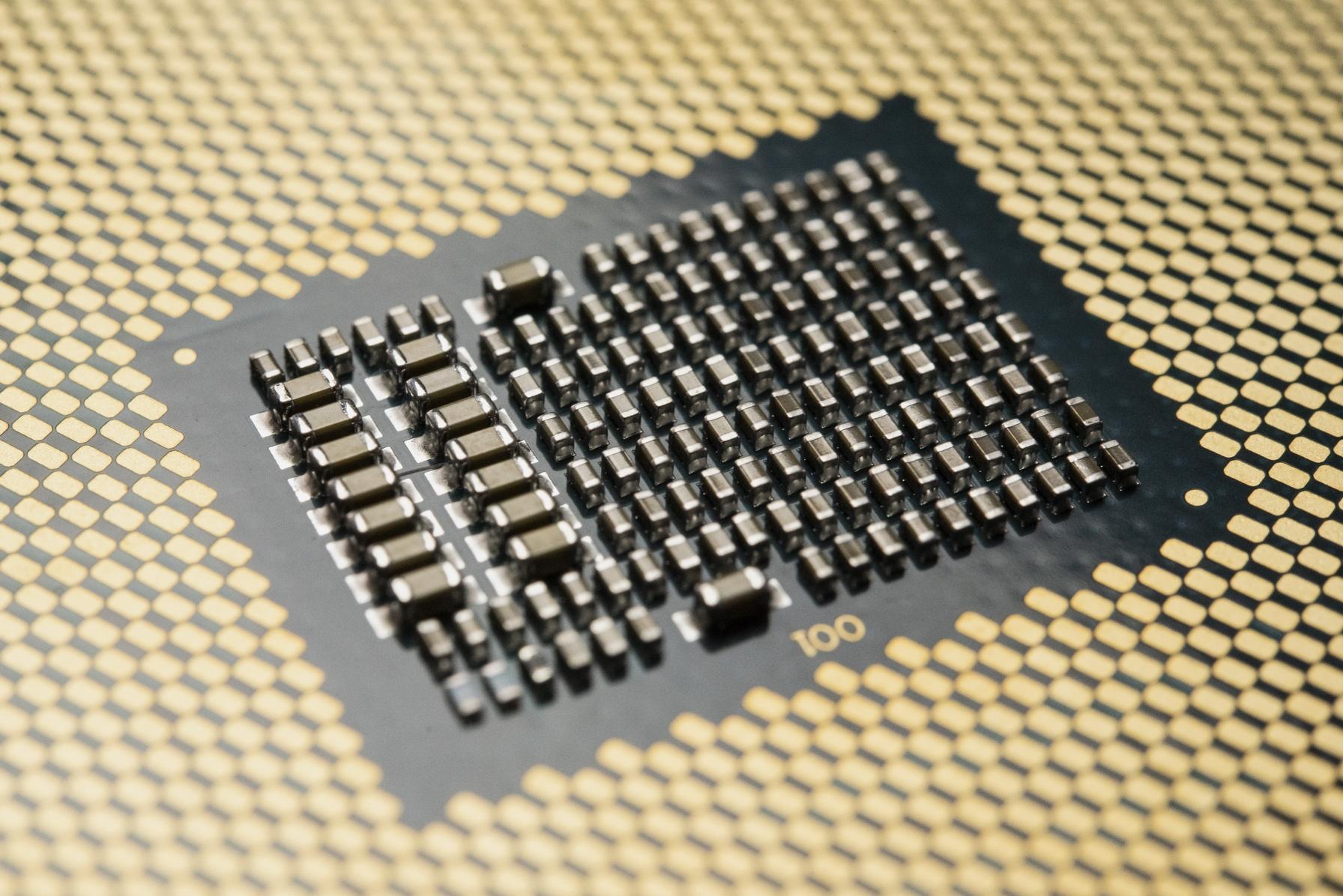 Linux之父:Intel别浪费时间在AVX512指令集 多堆核心