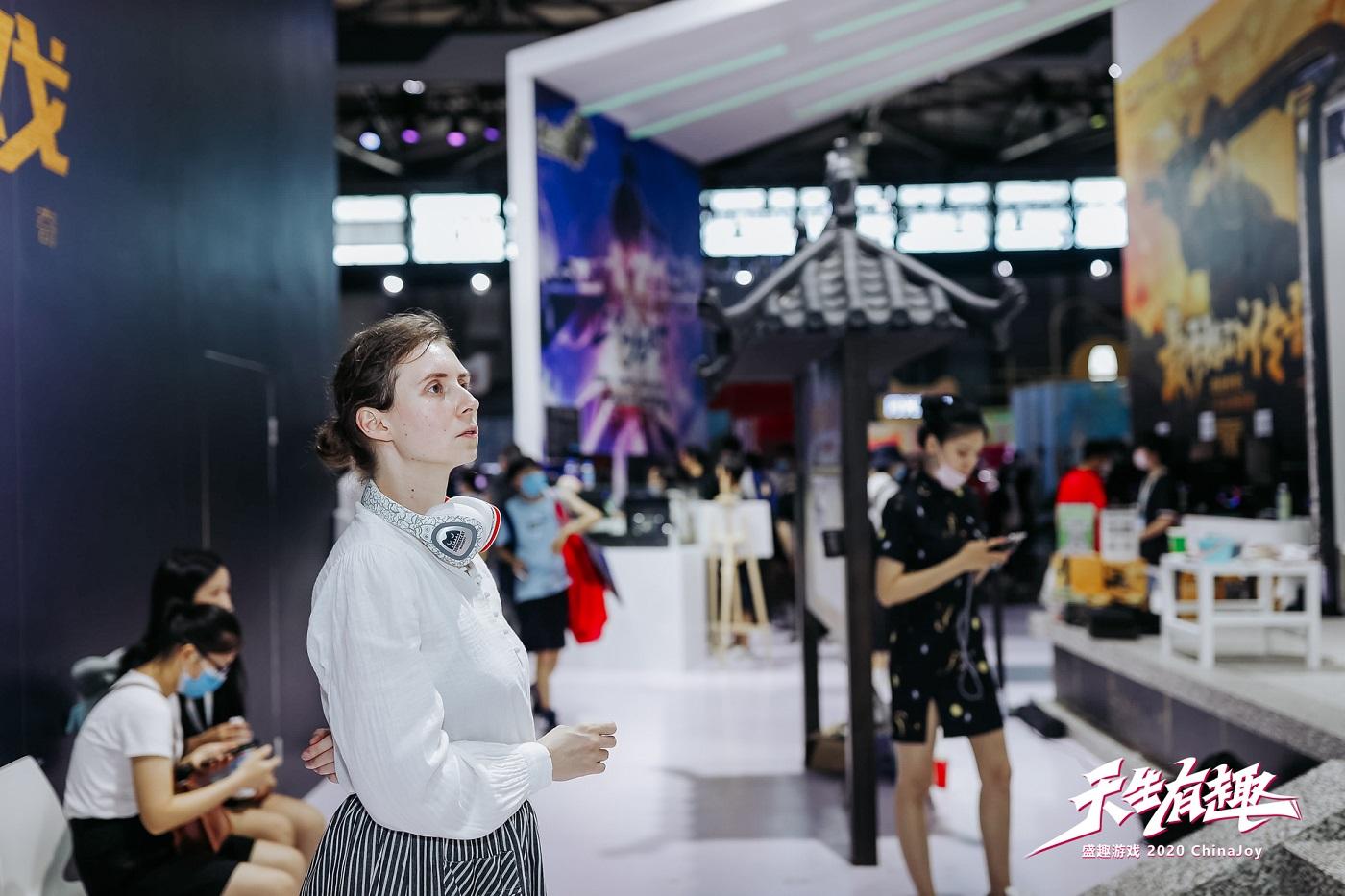 """《热血传奇怀旧版》""""沙巴克""""壁画画师采访:对中国文化情有独钟"""