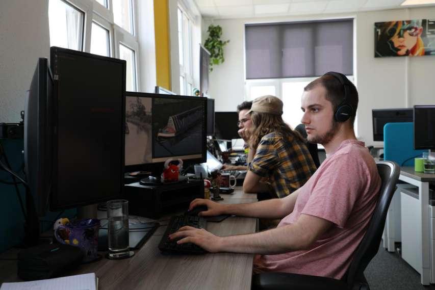 《浴血黑帮:傀儡师》主创团队采访:由粉丝创作的影改游戏