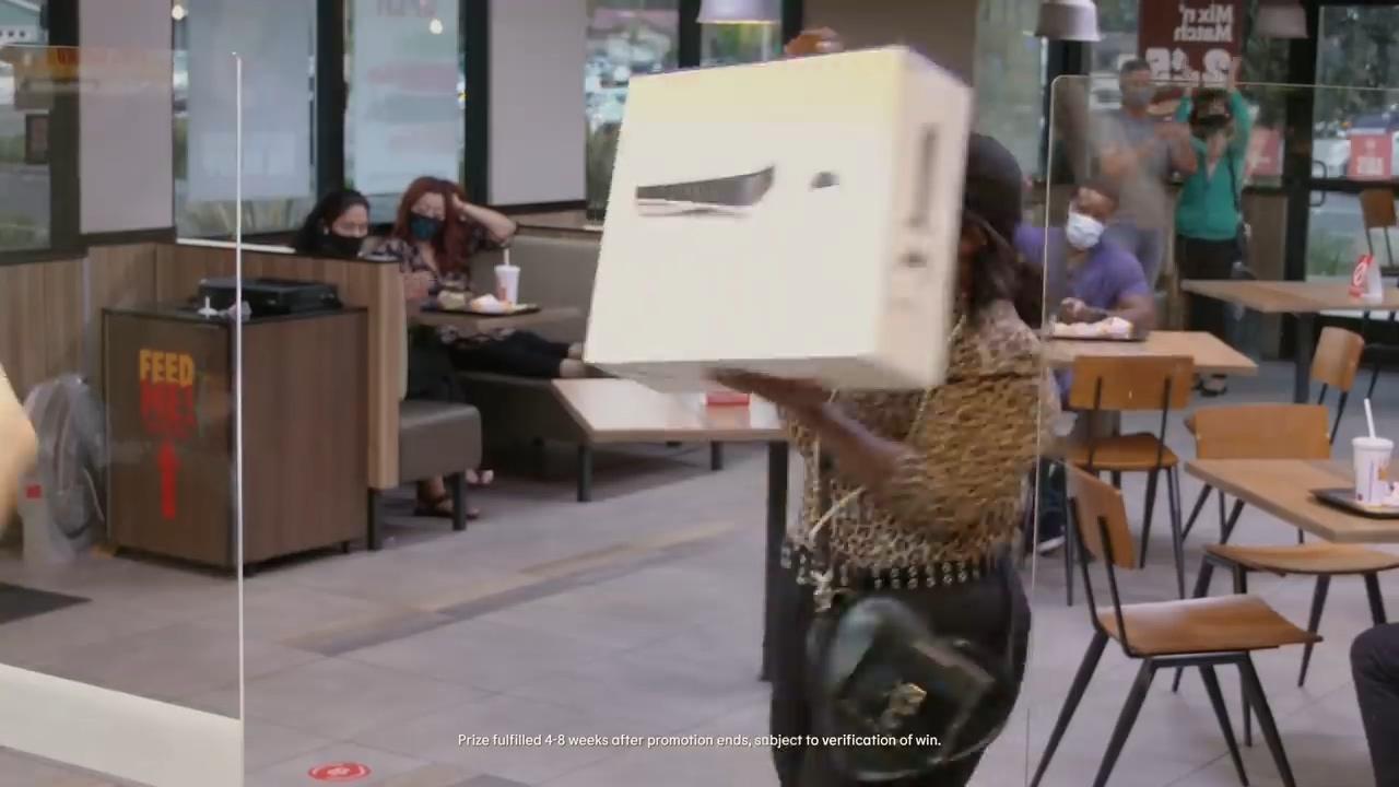 PS5电视广告:如果你抽中了PS5 你可能会激动地下跪
