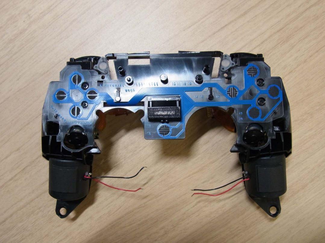 PS5手柄拆机照曝光 内部芯片及布线情况公开