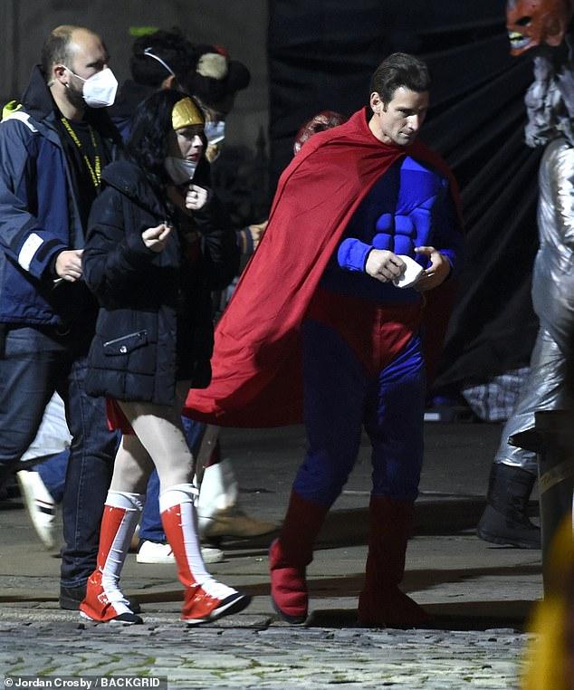 新《蝙蝠侠》一大波新片场照 有人cos超人和神奇