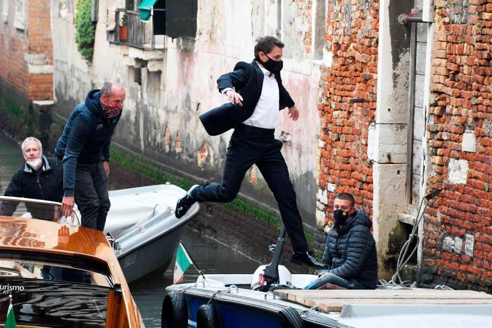 """《碟中谍7》新片场照 阿汤哥在威尼斯上演""""水上飞"""""""